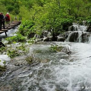 小さな滝も迫力満点【世界遺産・プリトヴィツェ湖群国立公園】★クロアチア