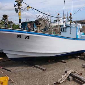 勝浦市漁師 船の塗装を行いました!