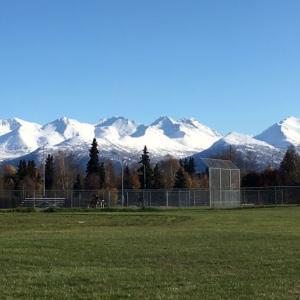 チュガッチ山脈にも雪