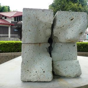 JR鹿沼駅前にシウマイ像が登場!テーマは「にぎる」