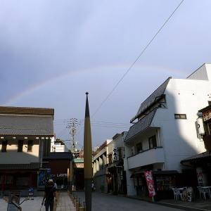 虹のかけ橋とシオカラトンボ