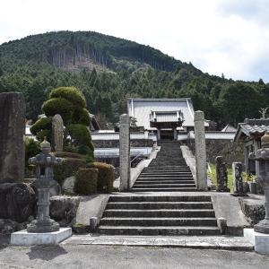 明智光秀に謀殺された地侍36人の首塚と祖父祖父堂。