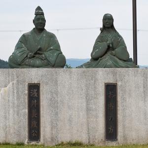 浅井長政、お市の方の像。