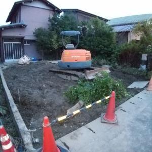 家計とマイホーム相談室の目の前でビル解体工事中