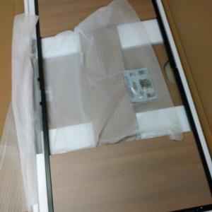新事務所に引越し作業中 ~組み立て式のネット家具~