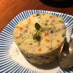 串もん家 らくの焼串とサラダ