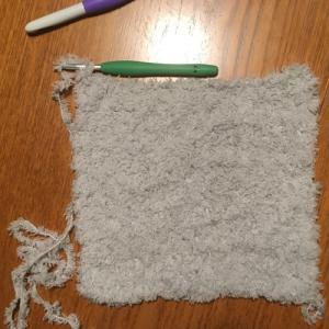 100均の毛糸『もこCAFE(モコカフェ)』を使ってかぎ針編みのスヌード☆編み直してます
