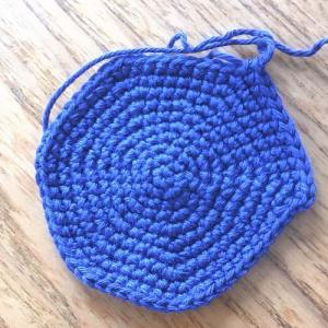 久しぶりのかぎ針編み。失敗しちゃうの。