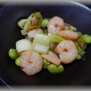海老と枝豆と白ネギの塩炒め