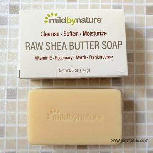 Mild By Natureの生シアバター石鹸、ビタミンE、ローズマリー、ミルラ&乳香配合。使い心地がよく、優しい石鹸で好き。
