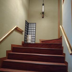 階段の手すりが途中まで!?