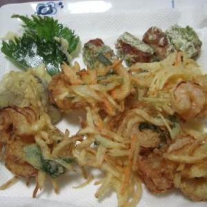 野菜の特売・野菜の天ぷらぶっかけ蕎麦・甘唐の肉巻き・水なすの浅漬け~♪