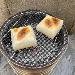 キャンドゥのカットできる焼き物シートとSIGNSTEKのウッドバーニングストーブで餅を焼く月末