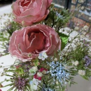 ダイソーの花で心はアーチスト