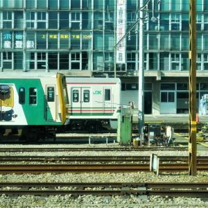 上信電鉄JGK700系(元JR107系)第4編成と、昨日のEF65原色機(1074・1081号機