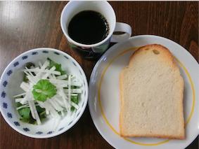 トーストと大根サラダ