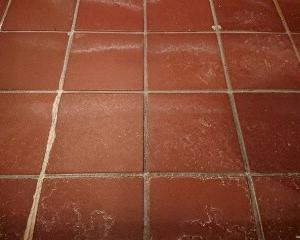 浴室床タイルの水垢