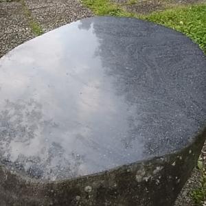季語・夏山 子規/夏山や雲湧いて石横たはる