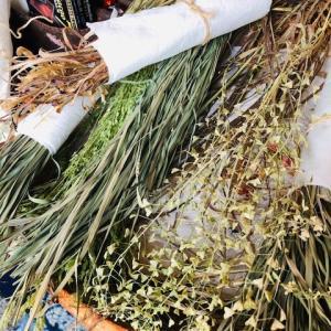 雑草で草織り