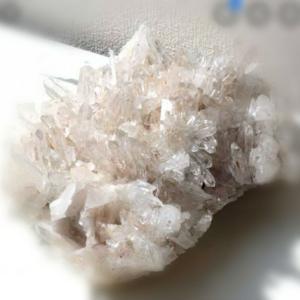 水晶のような石を拾う夢(夢カルテ)