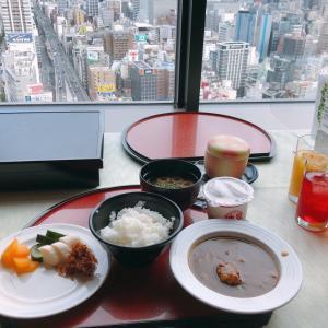 朝ごはん食べて梅田へ