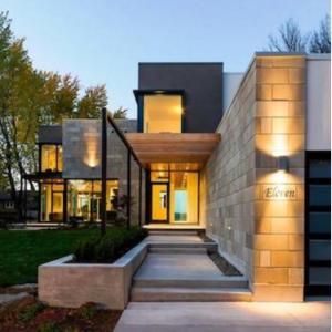 スタイリッシュなステンレス製 バーンドア 現代風の住宅デザインにぴったりです