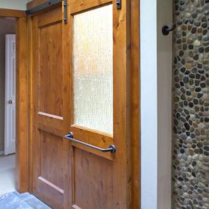 日本の古い家のリフォームに最適 開きドアから引き戸スタイルへバーンドア金物+ドアセット販