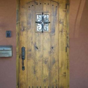 本格派高級アンティーク調 玄関ドア塗装済み、ハンドル付属でプレハング加工済み品でお届け致