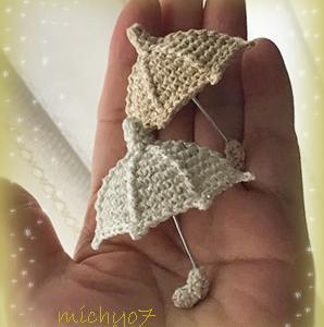 雨の日を少しでも明るくしたくて編んだミニ傘