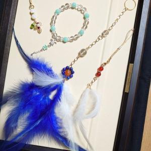 色鮮やか☆ブルーの羽根とラピスラズリ☆