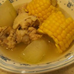 むくみや重だるさをスッキリ、芯ごとトウキビと冬瓜のスープ