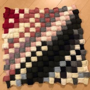あまり毛糸のバスケット編み膝掛け完成