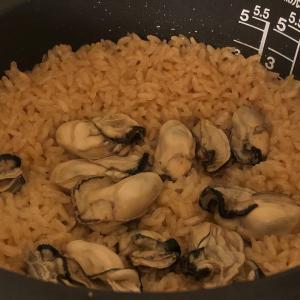 栗原はるみさんの牡蠣ごはんを普通に炊飯器で作った