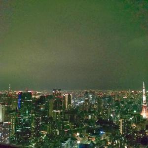 都会の空気を吸う。