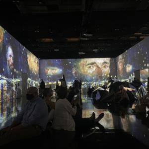 ゴッホのデジタル展に没入、包帯を巻いて巨匠になりきってみた!
