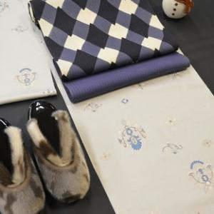 牛首紬と染帯のコーディネートに加えたおしゃれな色合いの帯〆と帯揚げ