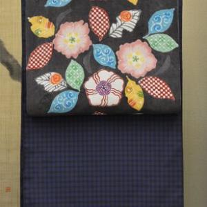明日18日から染織作家荒川眞理子氏の型絵染展が始まります・そして明日はお客様との交流会