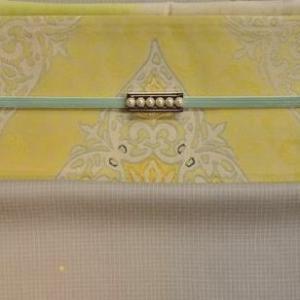 春の装いをレモン色の袋帯とパールの一文字帯留にグリーンの三分紐で優しくまとめました