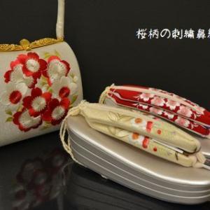 振袖に合わせる桜柄の刺繍が入った草履とバッグ・そして風呂敷包み講習会が行われた日