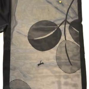 ツバメなどの刺繍が入った夏コート・ちりよけコートともいい単衣長羽織にもなるものです