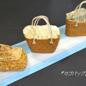 水色の近江ちぢみ綿麻着物をおしゃれな帯や籠バッグで涼しさを演出