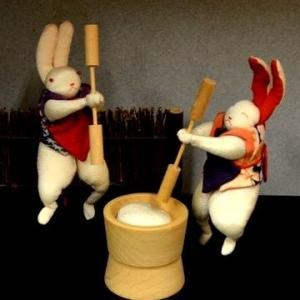 古布の生地から作られた「餅つき兎」と「十五夜の習わし」