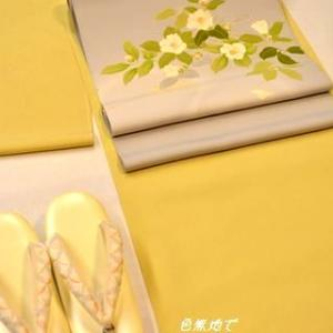 手描き友禅の「椿柄染帯」をレモン色の色無地に合わせる