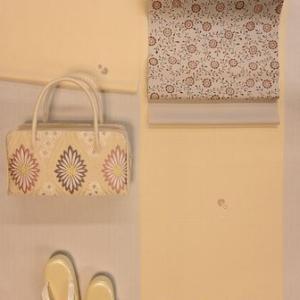 入学式に出席されるお母さんの着物の装い・縫いの小紋と塩瀬帯でコーディネート