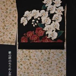 黒地のちりめん地に染めた蘭の染帯・そして画像をアップしたときに気づいた色ヤケの着物