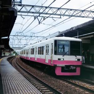 ピンク色の電車