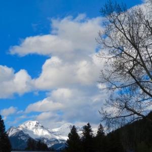 『昨夕の澄んだ空&空気』『今朝も青空の中の澄んだ空気』『バンフアベニューの道路修繕は着々と進んでいる』Banff,Canada