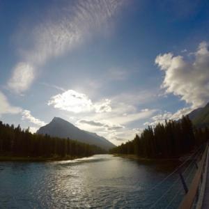 『秋分の日』『バンフの秋写真6枚』『太陽の傾きが低くなってきた』『秋のボウ川沿いの黄葉とベンチとチャリ写真3枚』Banff,Canada
