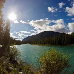 『現在のバンフのボウ川様子と町中様子(写真は昨日24日)』『ボウ川沿いの散歩道』『セントラルパーク』『バンフアベニュー』Banff,Canada