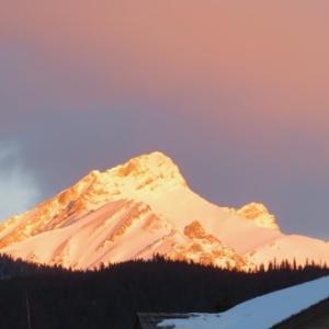 『朝焼けに輝く雪山』『晴れのいい天気(のち曇り)』『ハイスクール校庭のスケートリンクは大盛況』『サンシャイン・スキー場の専用バス』Banff,Canada